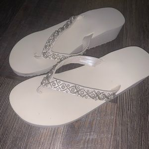 Bridal flip flops small (5-6) pearl flip flops new